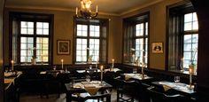 Il ristorante Gylldene Freden esiste dal 1722 e non ha mai cambiato indirizzo. Propone un menù classico svedese di carne e pesce. Stockholm City, Stockholm Sweden, Panelling, Carne, Furniture, Tourism, Restaurants, Hotels, Google Search