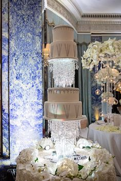 """The """"Sex And The City"""" Wedding Cake Thisfive-tiered cake stood six feet tall and had over 4,000Swarovski Crystals. Estimated Cost:…"""