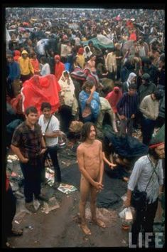 Festival de WoodStock Festival Woodstock, Woodstock Concert, Woodstock Hippies, Dead Of Summer, Summer Of Love, Hippie Love, Hippie Style, Hippie Movement, Seventies Fashion