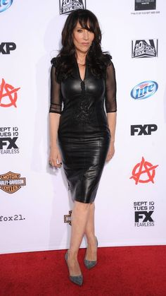Katey Sagal starred in 'Married. With Children'. Here is the actress today on the red carpet looking stunning. Beautiful Old Woman, Gorgeous Women, Amazing Women, Gemma Teller Style, Katey Sagal, Latex Dress, Hot Brunette, Sexy Older Women, Leather Dresses