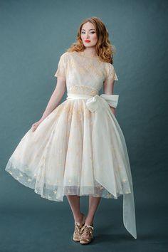 Elegant Retro Tea-Length Wedding Dresses