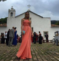 Vestido coral de Fiorella Mattheis para casamento durante o dia/ orange dress for wedding during the day