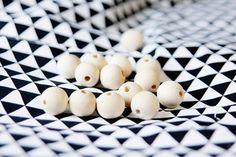 Como hacer collares de tela con bolas