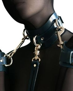 Slave Collar, Collar And Leash, Leather Harness, Leather Collar, Estilo Dark, Leather Handcuffs, Collars Submissive, Fetish Fashion, Chokers