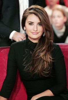Penelope Cruz Lookbook: Penelope Cruz wearing Long Side Part (5 of 5). The sultry Spanish actress swept her highlighted brown locks to one side and showed off her sexy piecey layers.