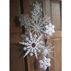 Snowflakes for Christmas Decoration; Add a Festive Spirit to Your Christmas House: Interesting Wooden Door Design Applied On How To Use Snowflakes In Winter Decor Ideas Equipped With White Look Ideas Black Christmas Trees, Ribbon On Christmas Tree, Christmas Tree Themes, Noel Christmas, Christmas Tree Toppers, Christmas Projects, Winter Christmas, Holiday Crafts, Christmas Wreaths