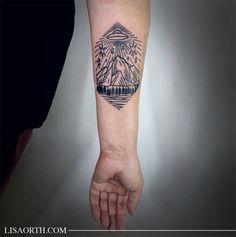 Les tatouages de Lisa Orth - Journal du Design (sans la soucoupe et avec un iceberg)