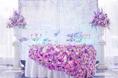 декор свадебного стола живыми цветами, Юлия и Дмитрий: шикарная классическая свадьба с венчанием