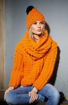 Mote- og interiørbransjen utpeker alle nyanser av oransje som den store trendfargene i 2015. Strikk dette settet og gi vinterantrekket ditt et skikkelig energi-kick!