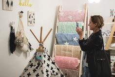 Showroom, Ladder Decor, Home Decor, Decoration Home, Room Decor, Home Interior Design, Fashion Showroom, Home Decoration, Interior Design