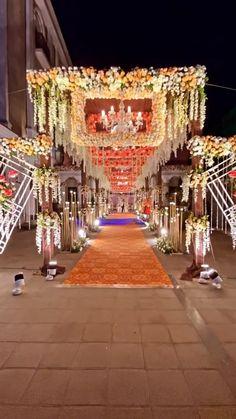 India Wedding Decorations, Desi Wedding Decor, Wedding Stage Design, Romantic Wedding Decor, Wedding Backdrop Design, Luxury Wedding Decor, Indian Wedding Receptions, Outdoor Indian Wedding, Wedding Flowers