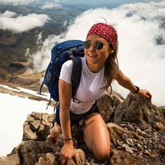 A Hiking Training Program To Improve Your Stamina Cute Hiking Outfit, Summer Hiking Outfit, Trekking Outfit, Hiking Outfits, Sport Outfits, Summer Outfits, Camping 3, Camping Places, Climbing Outfits