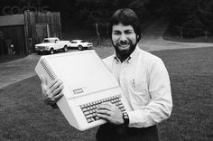 Steve Wozniak of Apple Computer, Inc. in the late with an Apple II model personal computer. Alter Computer, Computer Jobs, Computer Technology, Computer Science, Computer Programming, Technology Gadgets, Steve Wozniak, Steve Jobs, Old Computers