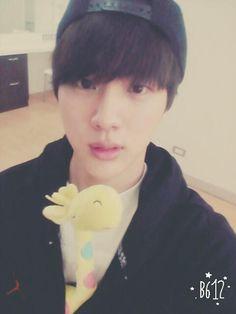 BTS Tweet - Jin (selca) 150808 ---태국에서 부랑이랑 아이스크림폰이랑  -- tran:In Thailand with ooked and ice cream phone  ---- Trans cr; Joyce @ bts-trans