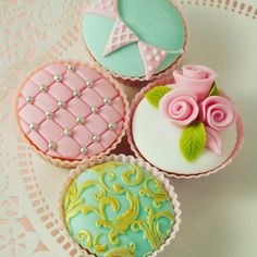 Vintage style cupcake class - Saturday 19th May 2-4pm at the Quaker Meeting Rooms, Hertford. £30 per person which includes materials and equipment. Full details and booking on the website www.caroldeaconcakes.com