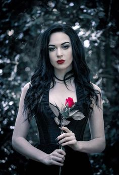Top Gothic Fashion Tips To Keep You In Style. As trends change, and you age, be willing to alter your style so that you can always look your best. Consistently using good gothic fashion sense can help Gothic Girls, Hot Goth Girls, Punk Girls, Dark Beauty, Goth Beauty, Gothic Steampunk, Victorian Gothic, Steampunk Clothing, Gothic Fashion