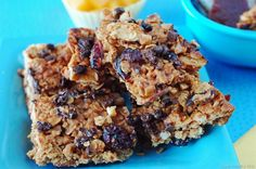 Granola Bar Recipe! Lunchtime treat | Recipes or bedtime snack. Yum!! I will be making these. Would be perfect for snack during class.