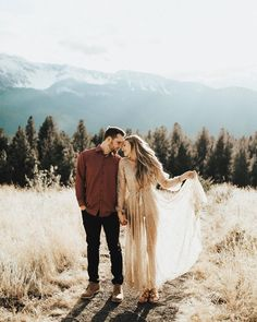ideas for photography couples outfits engagement shoots Engagement Photo Outfits, Engagement Photo Inspiration, Engagement Couple, Engagement Pictures, Engagement Shoots, Mountain Engagement Photos, Couple Photography, Engagement Photography, Photography Ideas