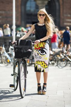 The latest news on Street Style is on POPSUGAR Fashion. On POPSUGAR Fashion you will find news on fashion, style and Street Style. Also known as: Street-Style Cycle Chic, Pop Art Fashion, Look Fashion, Street Fashion, Fashion Tag, Fashion Images, Fashion Women, Latest Fashion, Moda Pop Art