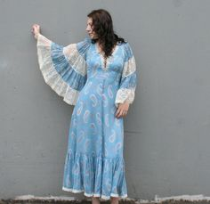 gorgeous baby blue angel sleeve gunne sax dress