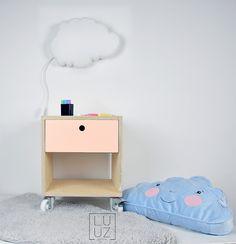 pokój dziecka - meble-stolik nocny w stylu skandynawskim