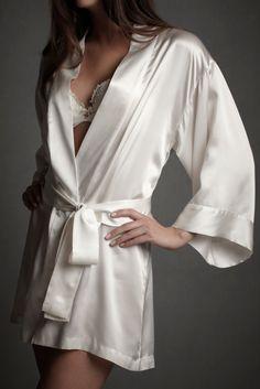 Silk white short robe #intimates #silk
