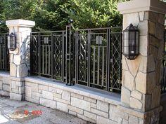 5 Gambar Inspirasi Terbaik dari Pagar Rumah Kayu – How To Build a Fence House Fence Design, Fence Gate Design, Building A Fence, Building A House, Concrete Fence Wall, Tor Design, Compound Wall, Metal Gates, Iron Gates