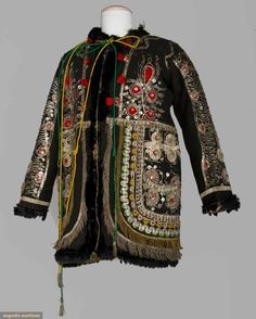 Robe Date: early century Culture: Chinese Medium: silk, metal Dimensions: Length: 42 in. cm) Credit Line: Gift of Mr. Clinton H. Hanfu, Cheongsam, Vintage Outfits, Vintage Fashion, Chinese Clothing, Chinese Style, Traditional Chinese, Folk Costume, China Fashion