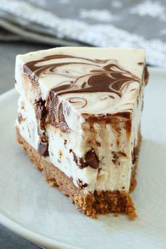 A super easy no bake cheesecake recipe with simple ingredients. This delicious no bake stracciatella cheesecake is perfect for an easy and fast dessert. Easy No Bake Cheesecake, Baked Cheesecake Recipe, Best Cheesecake, Classic Cheesecake, Cheesecake Bites, Chocolate Cheesecake, Pumpkin Cheesecake, Tiramisu Cheesecake, Cheesecake Decoration