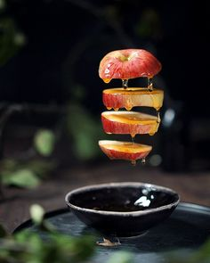 Snacks for Party That'll Make You Forget ur Bad Hair Day! Levitation Photography, Food Photography Styling, Creative Photography, Food Styling, Photography Ideas, Creative Food Art, Cinemagraph, Gif Animé, Mini Desserts