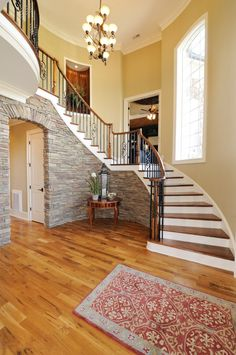 Hall stairs and landing decorating ideas & stair landing decor view Foyer Staircase, Curved Staircase, Staircase Design, Stairs, Staircase Ideas, Design Hall, Flur Design, Stair Landing Decor, Stair Decor