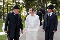 Inspector Brackenreid (Thomas Craig), Constable Higgins (Lachlan Murdoch), and Detective Murdoch (Yannick Bisson) discuss the cricket players and the victim.
