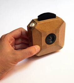 """Do It Yourself enthusiasts, here is the """"Camera Craft"""", an open sourcedigital camera! Consists of a cardboard box and an electronic assembly based on Arduino,"""
