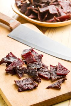 Venison jerky is not only delicious, but it's also healthy, stores well and makes a great survival food. Let us teach you to make your own venison jerky. Paleo Beef Jerky Recipe, Jerky Recipes, Paleo Recipes, Snack Recipes, Cooking Recipes, Venison Recipes, Venison Jerky, Survival Food, Survival Life