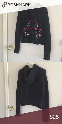 Hollister floral hoodie Gently worn knitted hoodie sweatshirt. Has some fuzz balls but nothing extreme. May have hanger imprints from sitting in the closet but shape should return with wear. Hollister Tops Sweatshirts & Hoodies