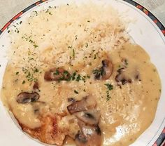 Escalope de dinde à la crème au thermomix – Recette facile Thermomix creamed turkey escalope. Here is a recipe for turkey escalope with cream and mushrooms, easy and simple to make with the thermomix. How To Cook Brats, How To Cook Rice, Easy Rice Recipes, Healthy Dinner Recipes, Momo Food, Turkey Cutlets, Chicken Kitchen, Cooking Dried Beans, Food Tags