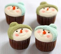 Snowman Cupcake. Transport Cupcakes: http://www.tupperware.com/rectangular-cake-taker-4736.html