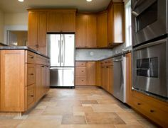 Flooring for Oak Kitchen Cabinets . Flooring for Oak Kitchen Cabinets . is Porcelain Tile Good for Kitchen Floors Honey Oak Cabinets, Maple Kitchen Cabinets, Kitchen Tiles, Kitchen Colors, Kitchen Decor, Dark Cabinets, Hickory Kitchen, Kitchen Display, Kitchen Cabinetry