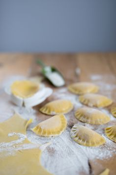 Ravioli, Kraut, Ricotta, Love Food, Camembert Cheese, Recipes, Easy Cooking, Waffles, Food Food