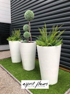 Création part Esprit Fleurs, d'un patio artificiel pour une entreprise Compiègnoise. Boutique Esprit, Planter Pots, Courtyards, Business, Flowers, Plant Pots