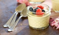 Cheesecake in a Jar Recipe by Relish YIELD 18 servings Serve these simple, mousse-like cheesecakes in small canning jars for an adorable dessert. Yummy Treats, Sweet Treats, Yummy Food, Köstliche Desserts, Dessert Recipes, Cheesecake In A Jar, Dessert In A Jar, Meals In A Jar, Love Food