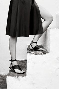 Hermès - Vestiaire d'Été 2014. Flat sandals in crocodile, wrap skirt in lambskin. #hermes #womenswear #fashion