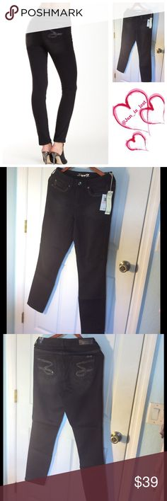 """Seven7 Skinny Jean 10 NWT - Zip fly with button closure - 5 pocket construction with back embellishment - Skinny leg - Approx. 8"""" rise, 30"""" inseam Fiber Content: 68% cotton, 20% polyester, 10% rayon, 2% spandex. All prices are firm and have been marked to my lowest. Seven7 Pants Skinny"""