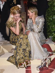 Anya Taylor Joy and Sarah Paulson attends the Heavenly Bodies: Fashion & The Catholic Imagination Costume Institute Gala at The Metropolitan Museum of Art on May 2018 in New York City. Get premium, high resolution news photos at Getty Images Anya Joy, Anya Taylor Joy, Costume Institute, Facon, Look Chic, Girl Crushes, Beautiful People, Beautiful Celebrities, Grunge