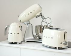 Smeg small appliances in cream. Toaster, kettle and kitchen machine. Smeg small appliances in cream. Toaster, kettle and kitchen machine. Domestic Appliances, Small Appliances, Home Appliances, Vintage Appliances, Copper Appliances, Vintage Kitchen Appliances, Kitchen Items, Kitchen Decor, Kitchen Design