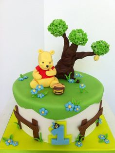 Winnie Cake Winnie Cake Winnie Cake 292 Source by povidla Winnie Pooh Torte, Winnie The Pooh Birthday, Winnie The Pooh Friends, Cake Designs For Boy, Fondant Cake Designs, Baby Birthday Cakes, Baby Boy Cakes, Birthday Ideas, Cupcakes