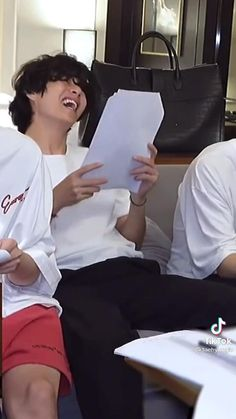Bts Jungkook And V, Bts Aegyo, Kim Taehyung Funny, Bts Taehyung, V Video, Just Video, It The Clown Movie, Taehyung Photoshoot, Korean Drama Best