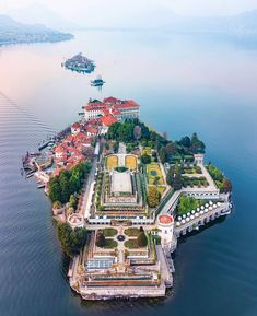 Le Isole Borromee Italy - Posted by u/dopdecada Italy Vacation, Vacation Destinations, Italy Travel, Travel Trip, Beautiful Places To Travel, Small Island, Travel Around, Places To See, Scenery