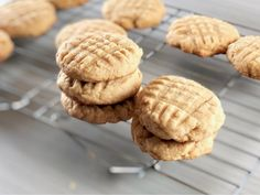 A classic Amish Friendship Bread peanut butter cookie recipe for peanut butter lovers everywhere. Peanut Butter Blossom Cookies, Peanut Butter Cookie Recipe, Peanut Butter Recipes, Cookie Recipes, Dessert Recipes, Desserts, Friendship Bread Recipe, Friendship Bread Starter, Amish Friendship Bread