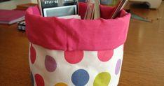Voici le petit vide-poches , tout rond, tout mignon , que je vous propose de réaliser pour avoir sous la main vos petites bricoles de coutu... Coin Couture, Baby Couture, Couture Sewing, Fun Crafts, Diy And Crafts, Sewing Projects, Projects To Try, Basket Organization, Creation Couture